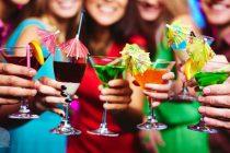 Bea cu cap, nu peste cap! Eşti la petrecere, te simţi bine, bei cu mare plăcere din paharul de vin şi totuşi ar trebui să ştii când să te opreşti.
